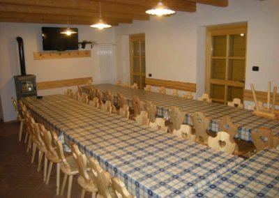 Casa-Vacanze-Gruppi- Primalunetta-sala-pranzo-1