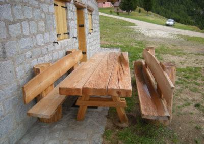 Baita-primalunetta-esterno-tavolo